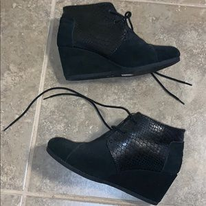 Toms black wedge bootie 8.5 snakeskin